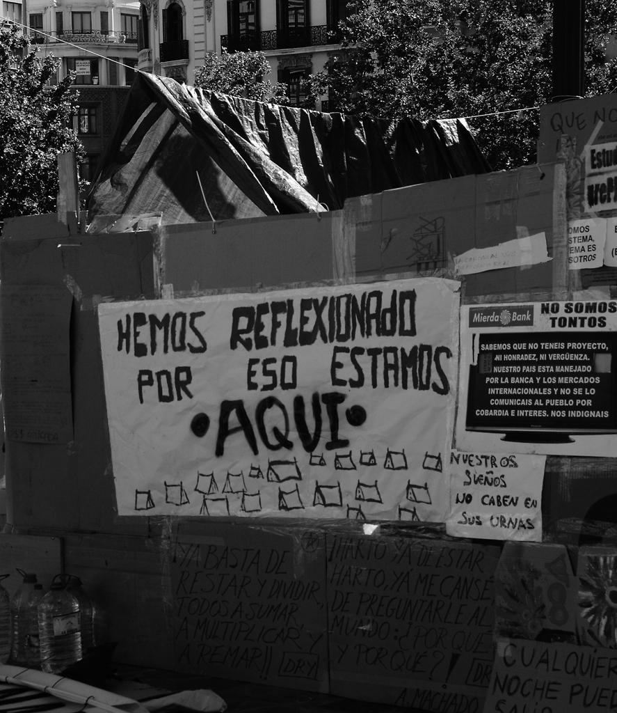 acampada-ayuntamiento-bw.jpg